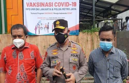 Kapolda Metro Jaya Tinjau Vaksinasi Massal di Tangsel