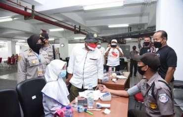 Anggota Kompolnas Pudji Hartanto Monitoring Vaksinasi Iluni SMAN 2 Bogor