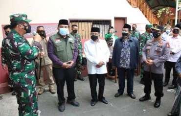 Kapolri dan Panglima TNI Saksikan Langsung Vaksinasi Massal di Yayasan Al-Mahbubiyah